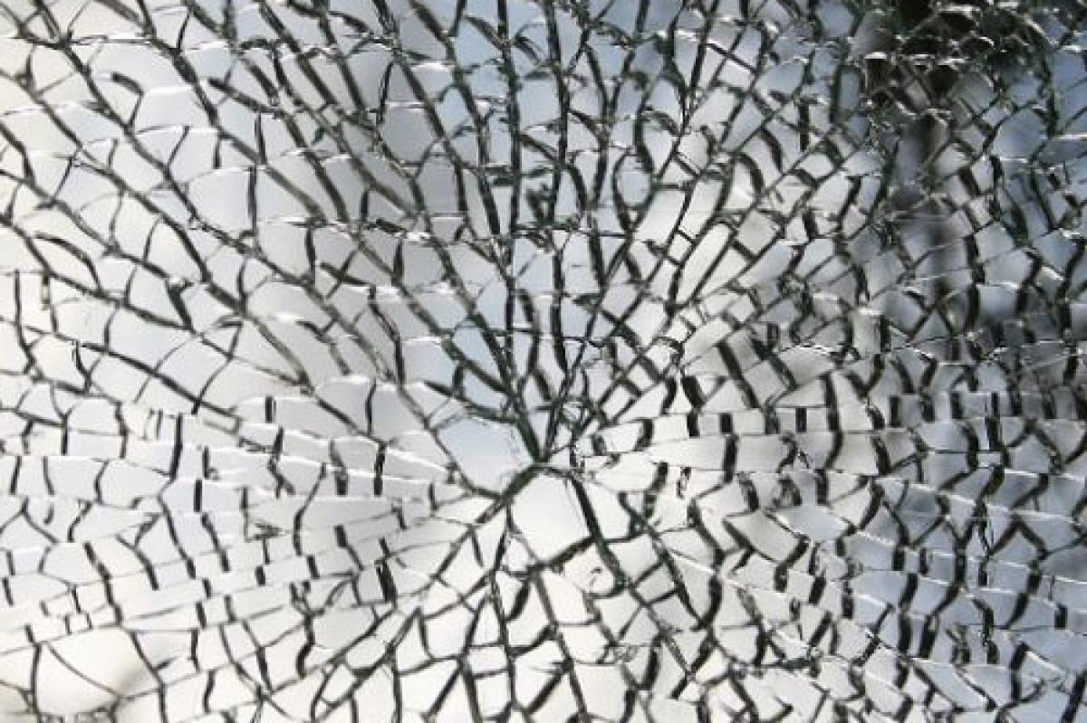 What is Spontaneous Glass Breakage?
